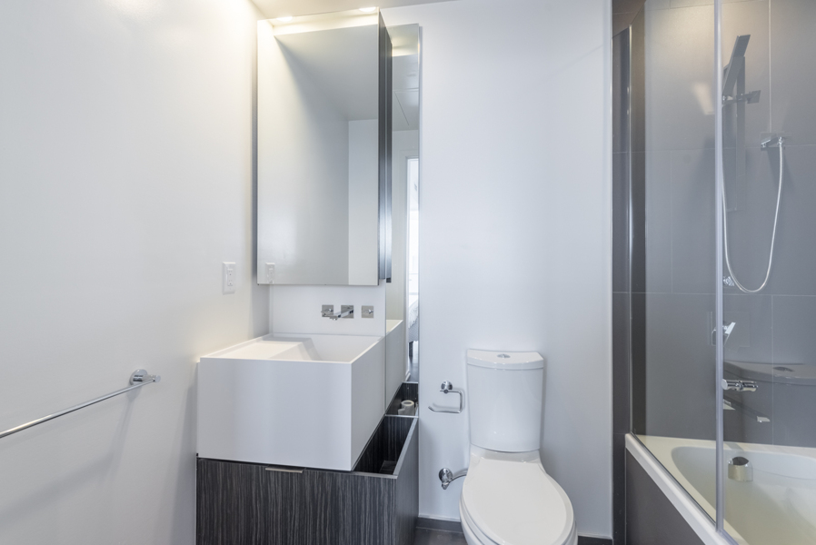 Photo showing the condo's 2nd bathroom with vanity & tub