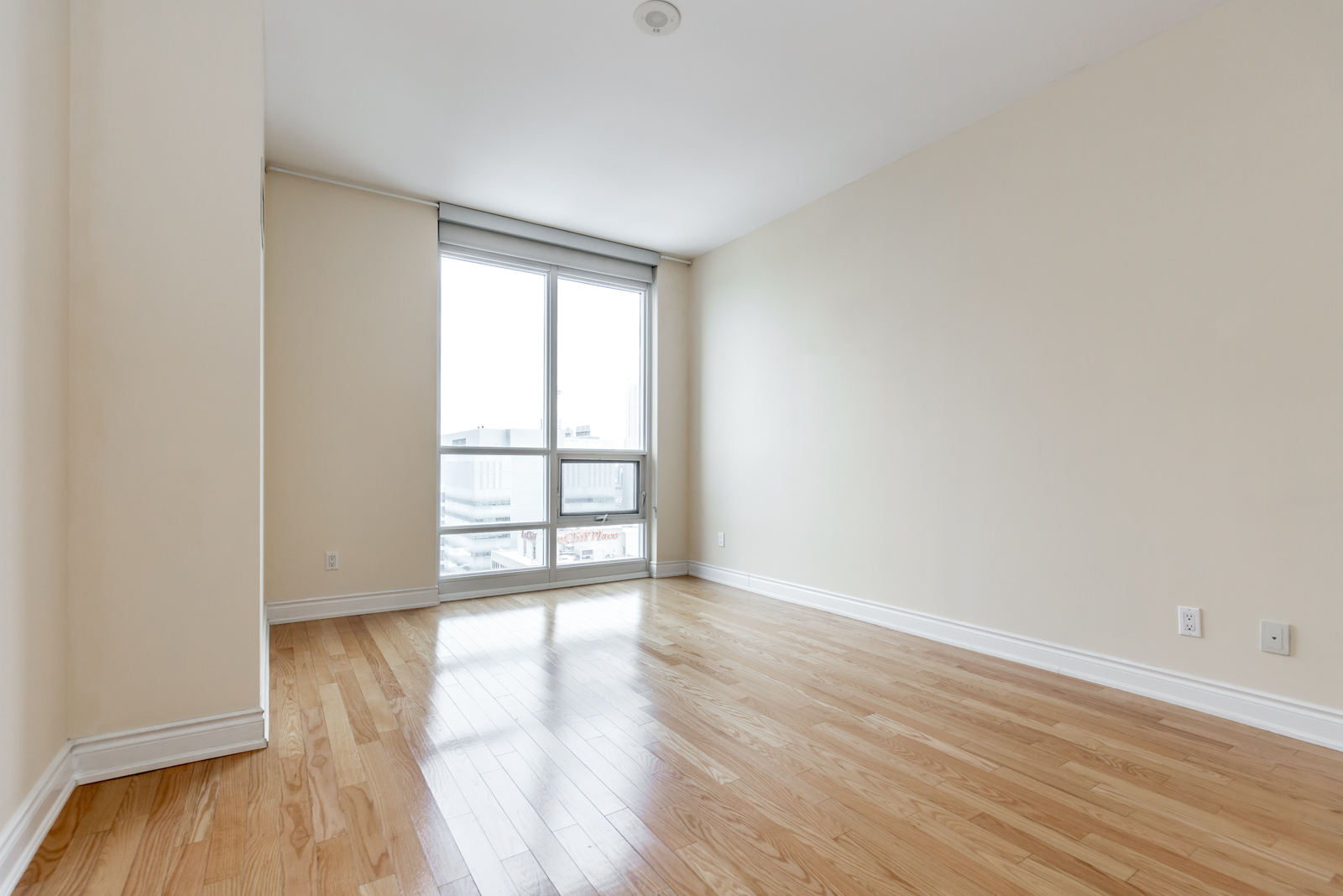 Photo of 761 Bay Street's master bedroom