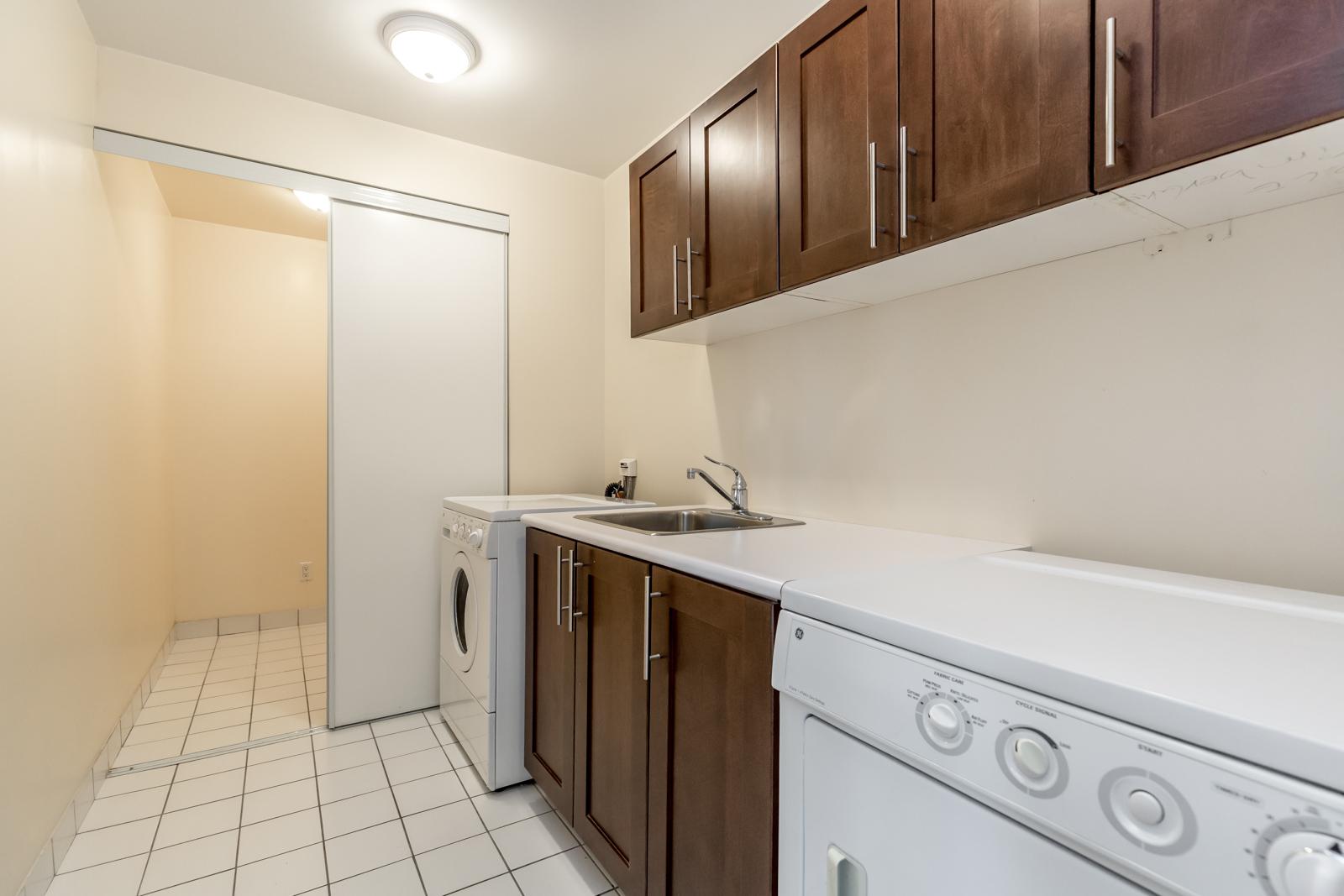 Photo of 761 Bay Street's laundry room