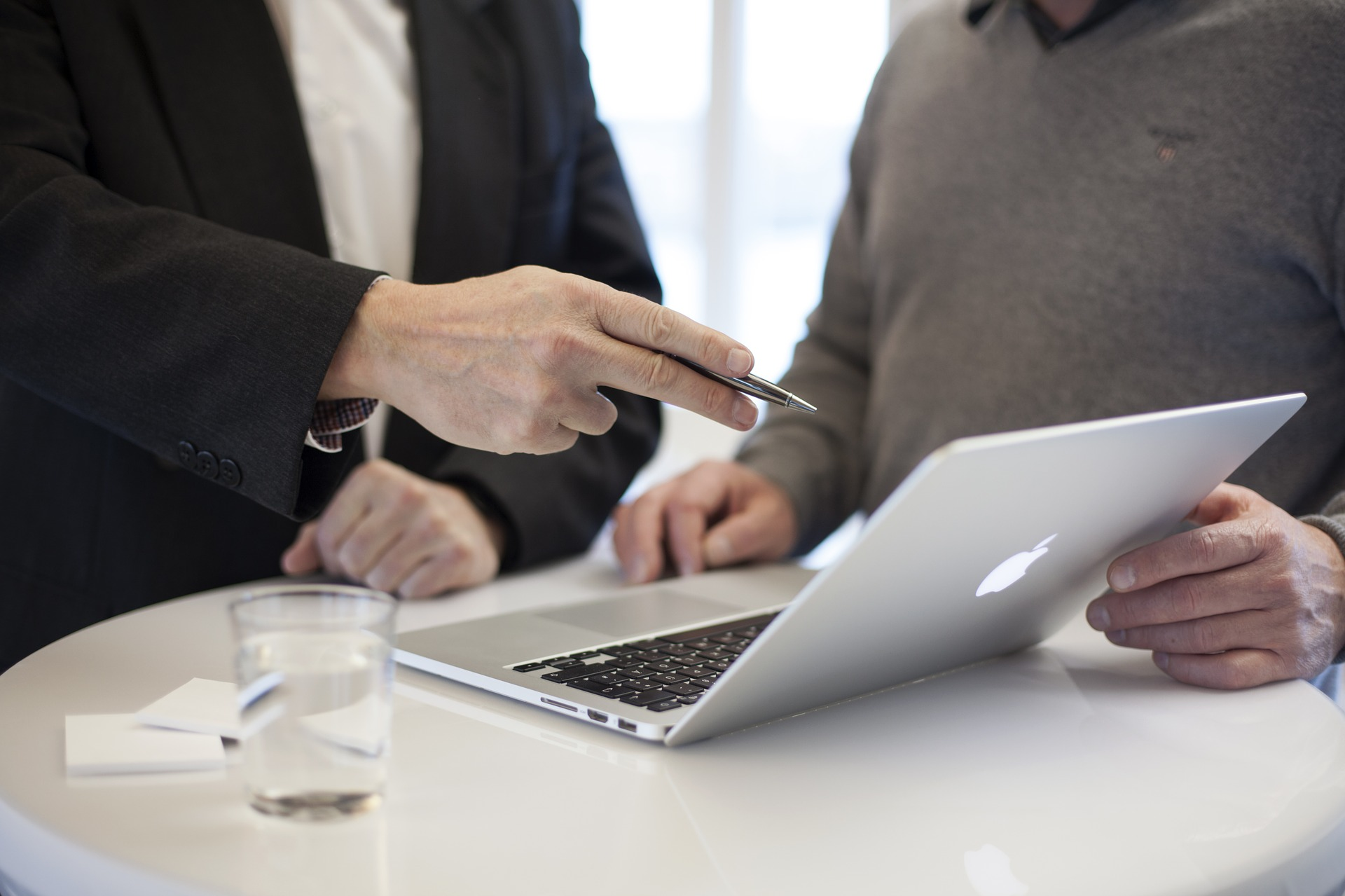 Image of table, laptop, and 2 people. One is a consultant. Image Credit: Pixabay. Toronto real estate agents