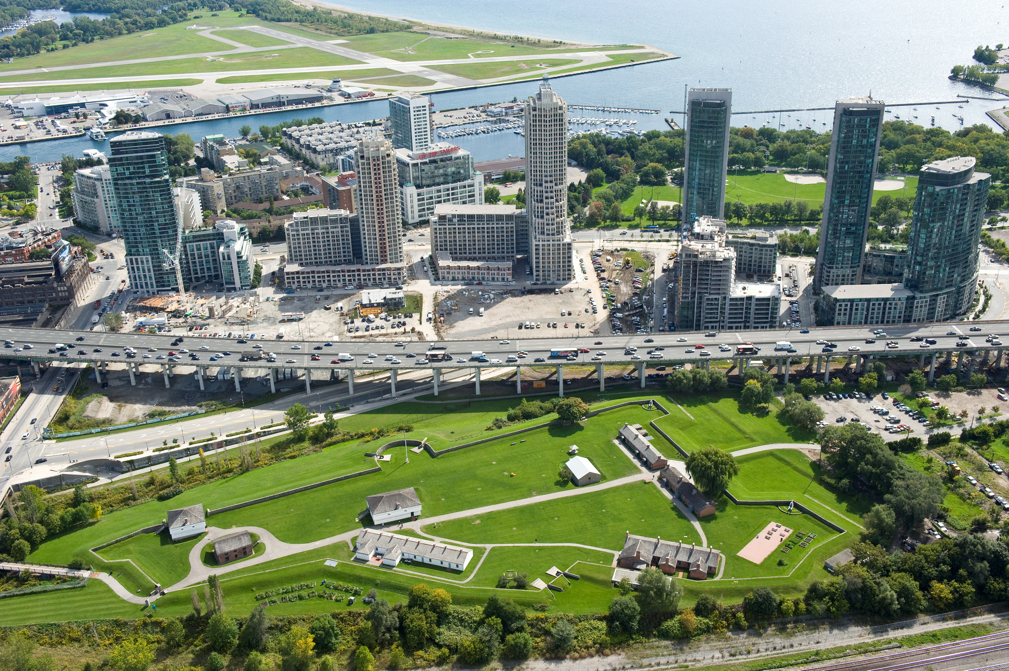 Aerial view of Fort York. We can see the Gardiner Expressway, Billy Bishop Airport, Toronto Waterfront & abundant green-spaces.