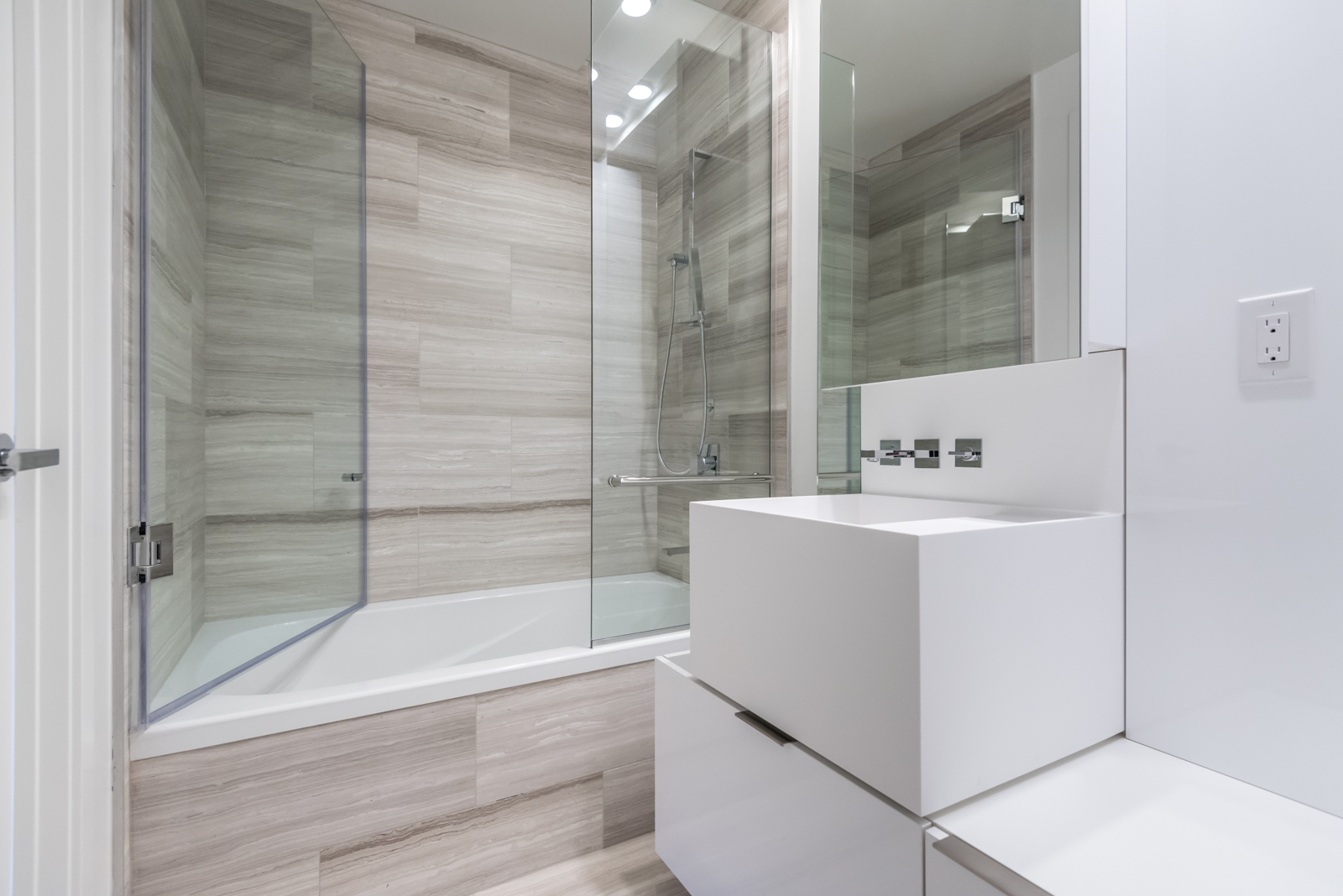 Photo showing 1 Bloor master bathroom. So we see the tub, sink, and shower.