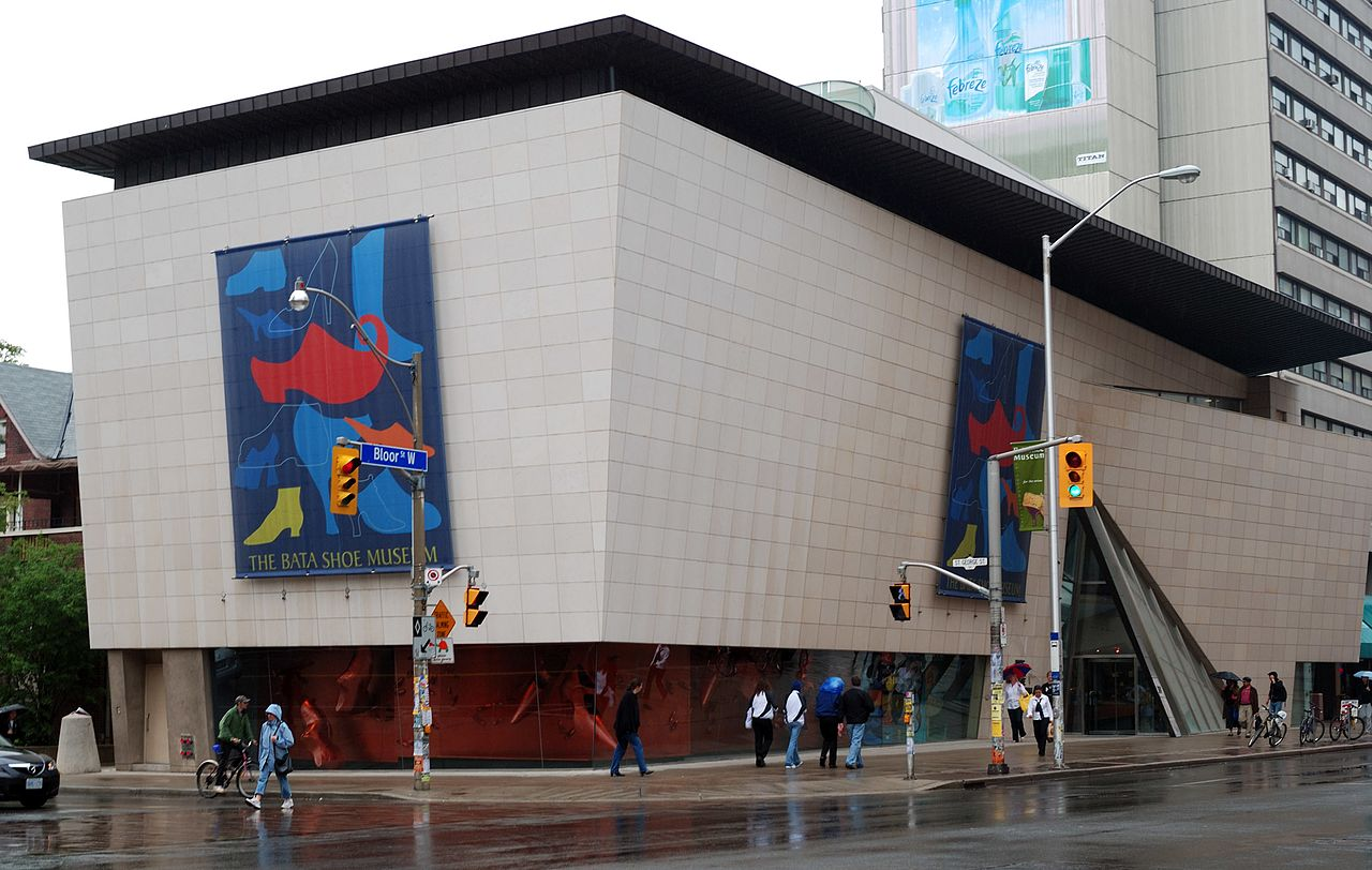 So here we see the Bata Shoe Museum from the streets. It's less bold than the ROM.