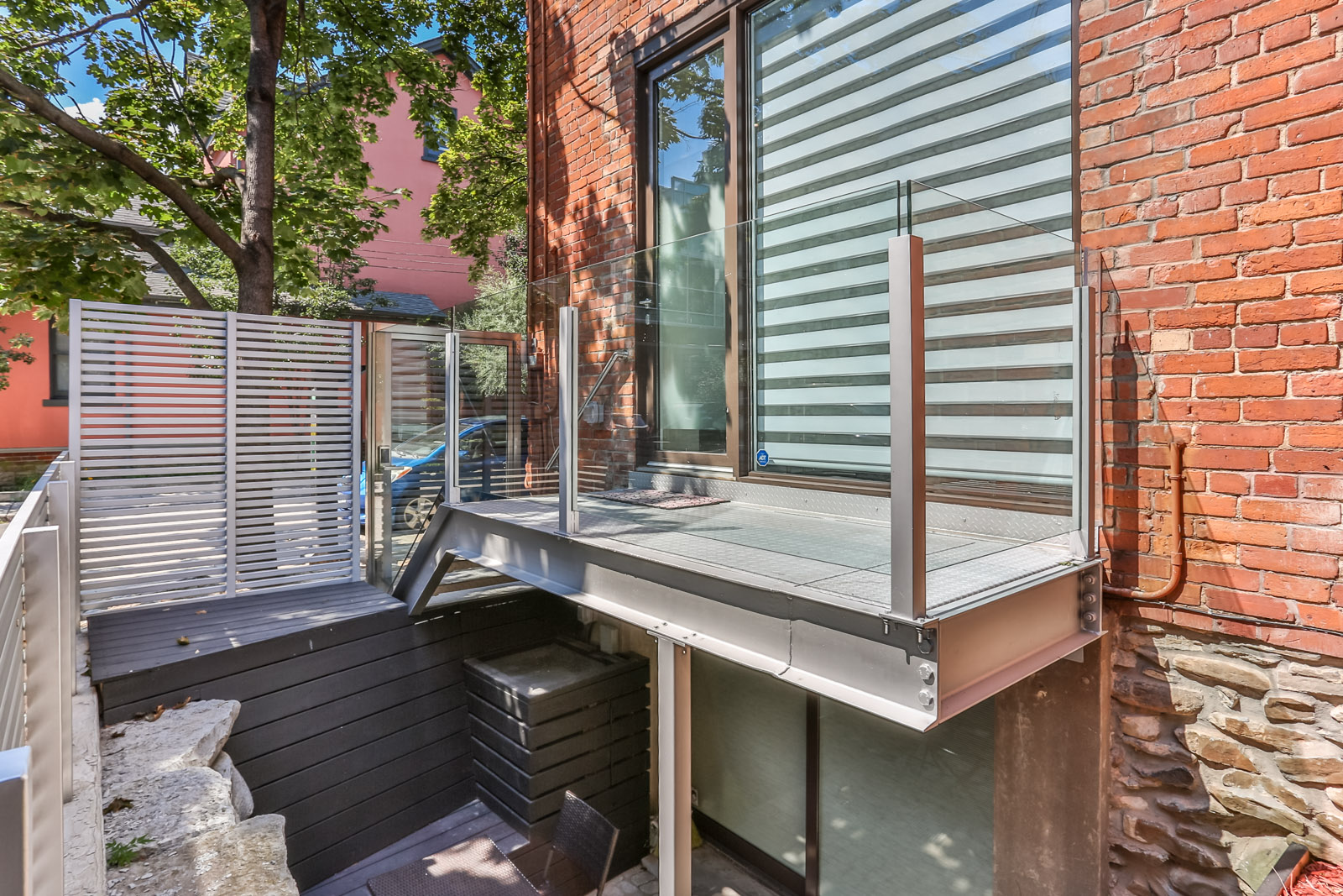 115 Maitland Street patio and staircase