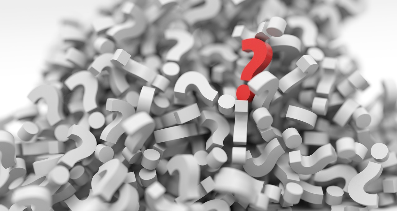 Pile of gray question marks with 1 red question mark. Shows how toronto real estate brokers ask the right questions.