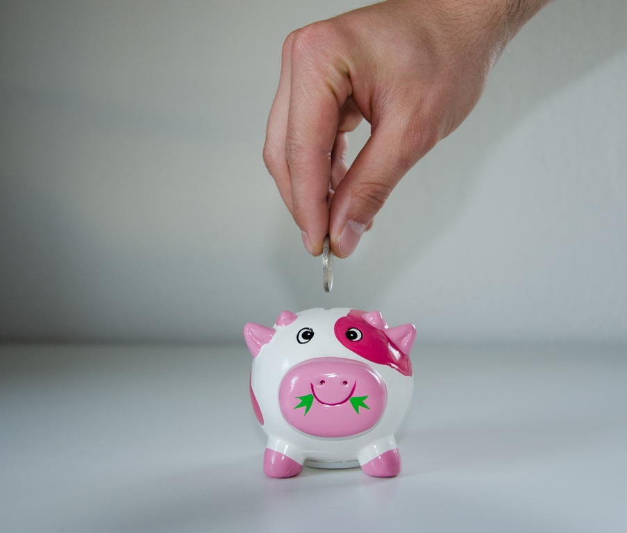 Piggy bank showing how savers can benefit from steady interest rates