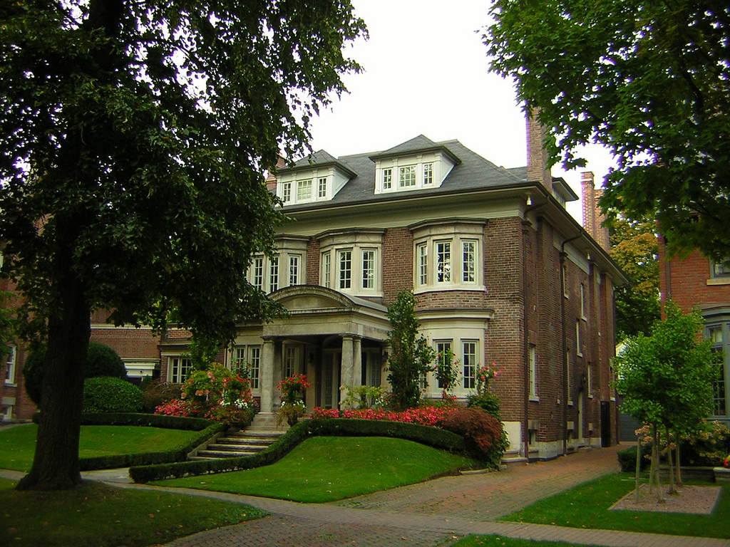 Mansions and nature in Rosedale Toronto.