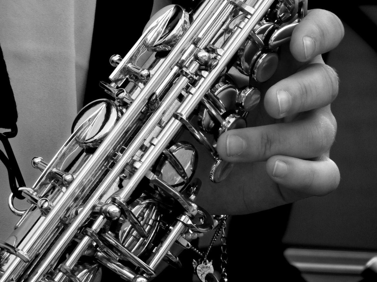 Black and white photo of a saxophone