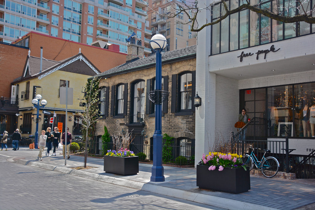 Yorkville Toronto boutiques