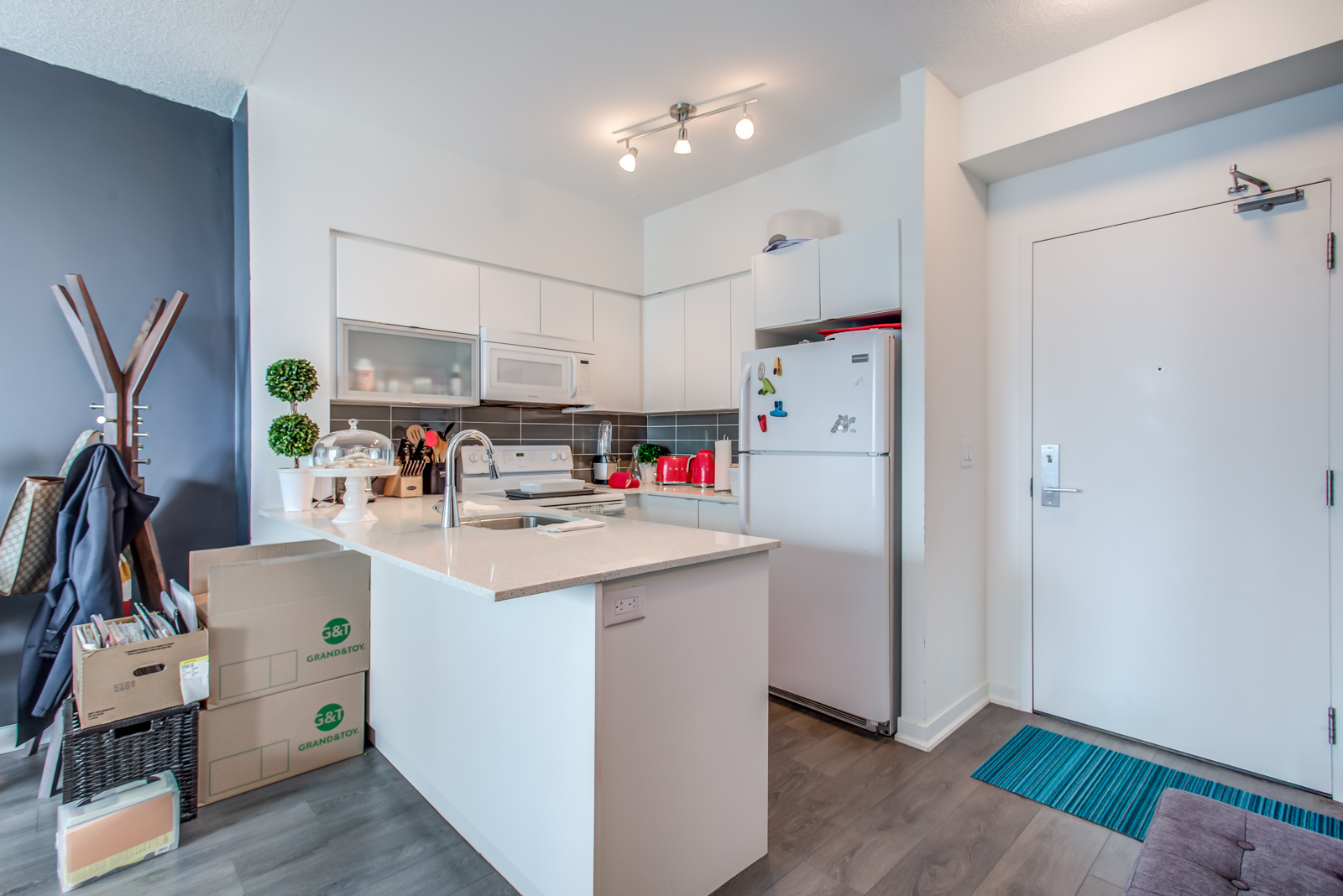 Kitchen counter and breakfast bar at 150 East Liberty St Unit 1616.
