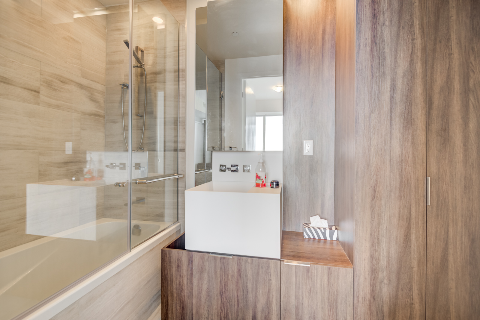 4-piece ensuite master bathroom with sink, cabinets, shower and tub.
