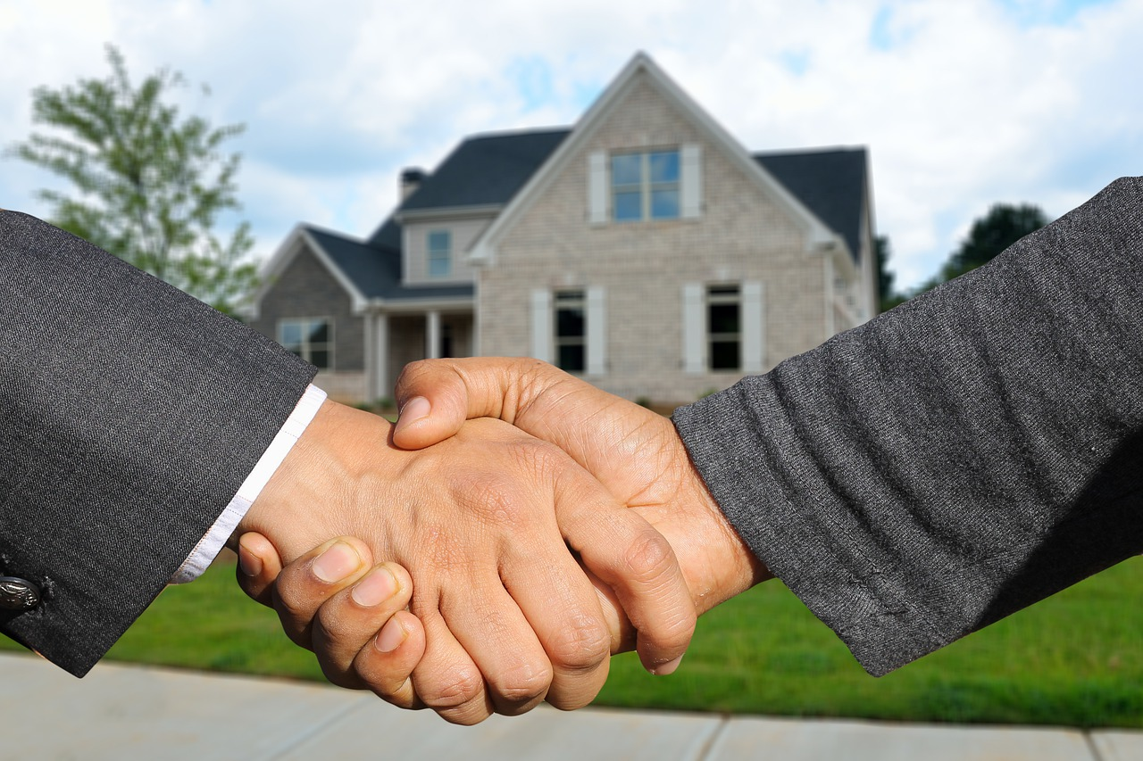 Close up of handshake, showing seller and buyer in successful transaction.