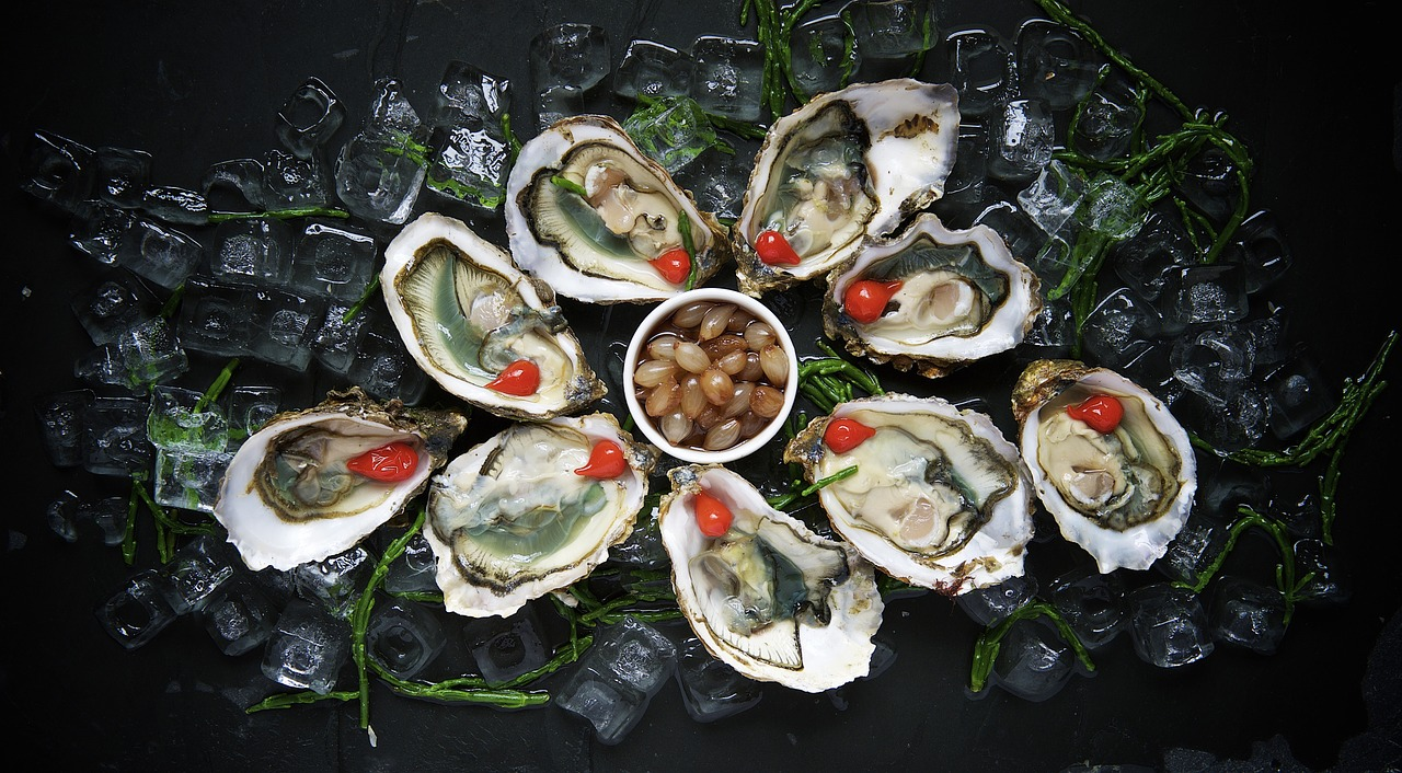Oysters arranged in circle.