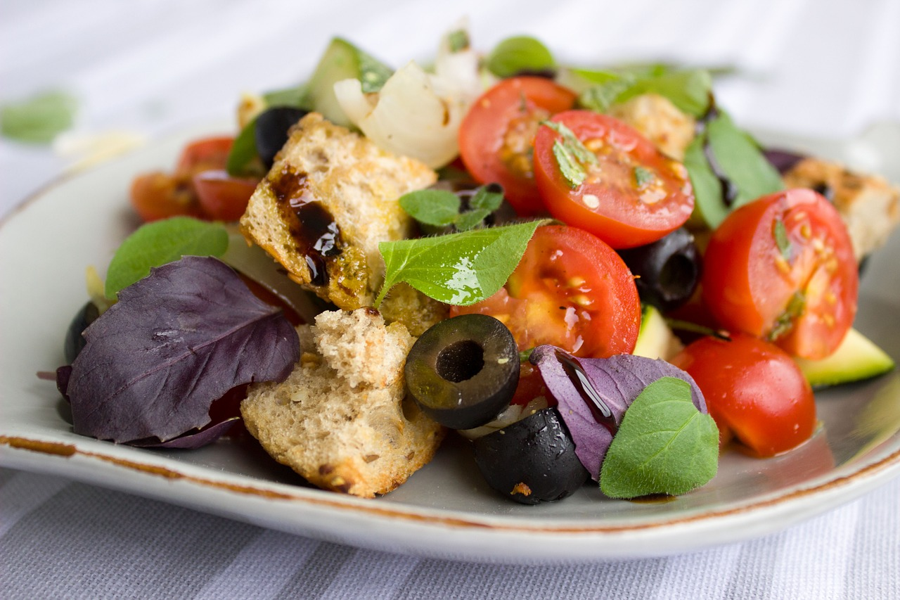 Vegan platter with tomatoes, lettuce and other fruits and vegetables.