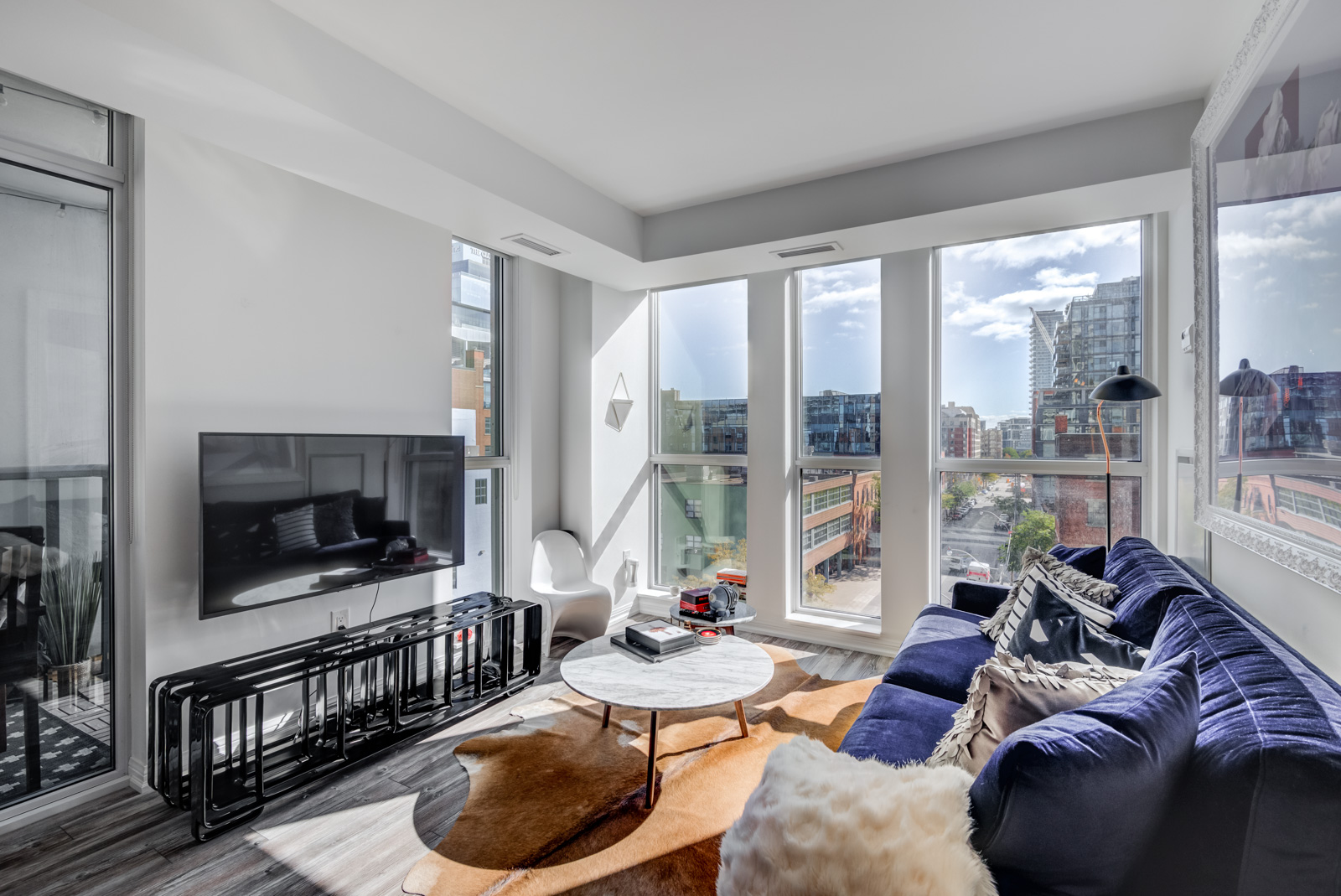 400 Adelaide St E Unit 704 Moss Park condos living room with modern furniture and wide windows.