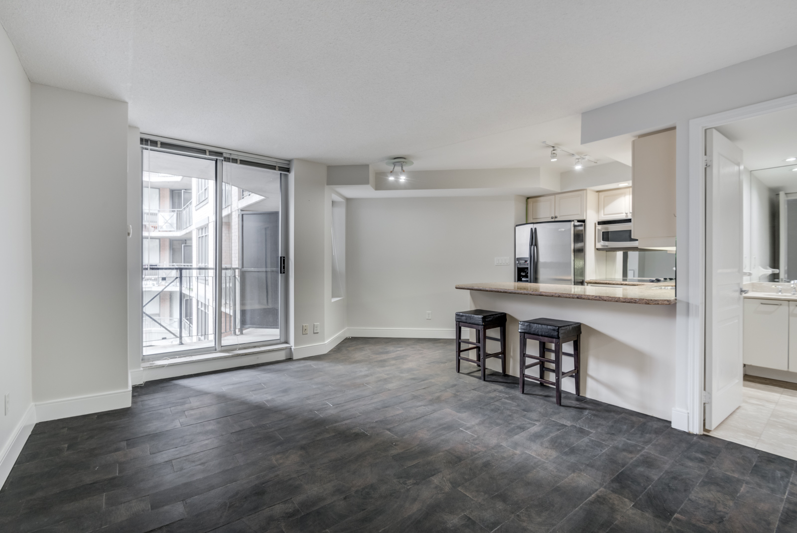 View of 140 Simcoe St E Unit 921, a small bachelor's apartment.