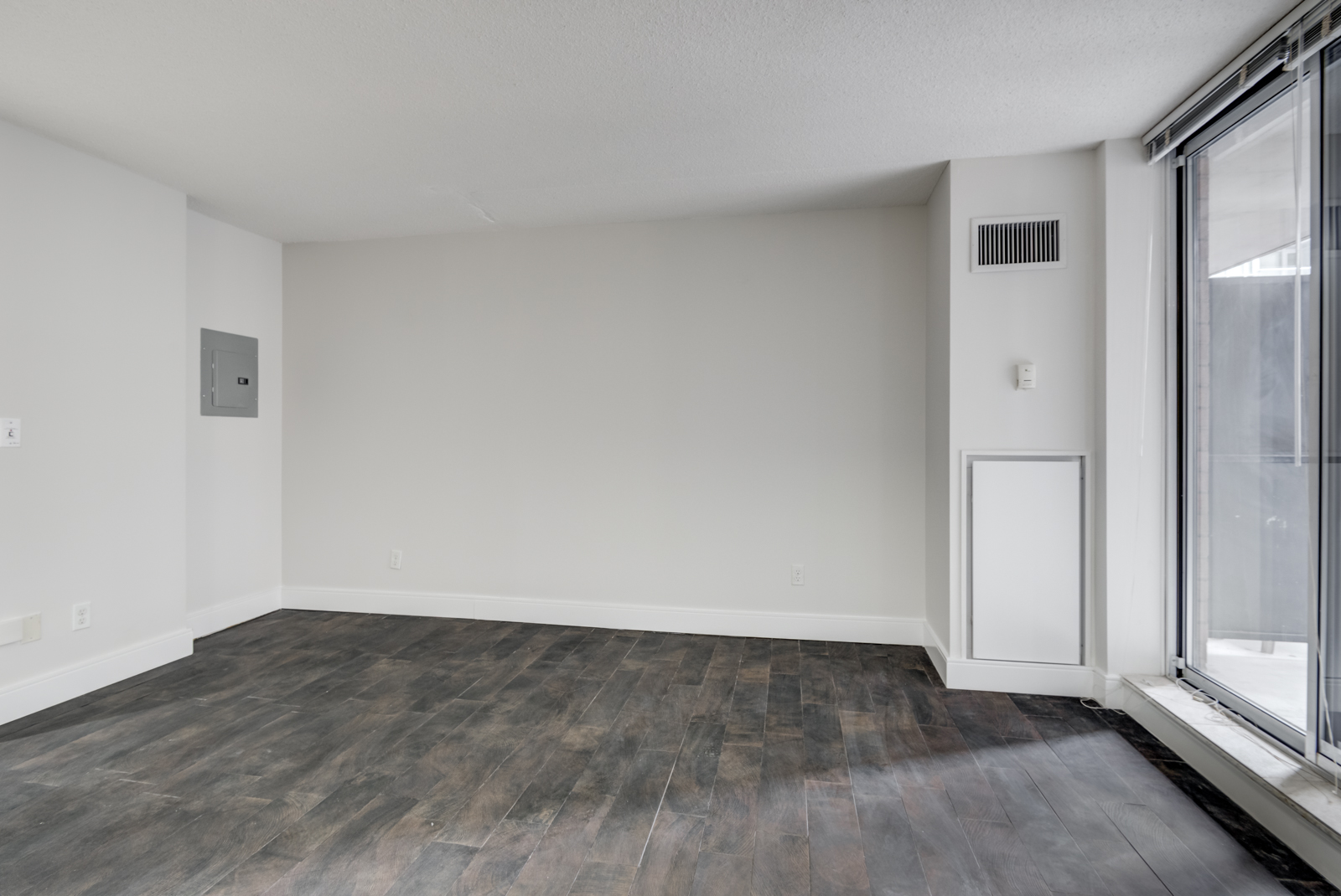 View of 140 Simcoe St E Unit 921 bedroom area with no bed.