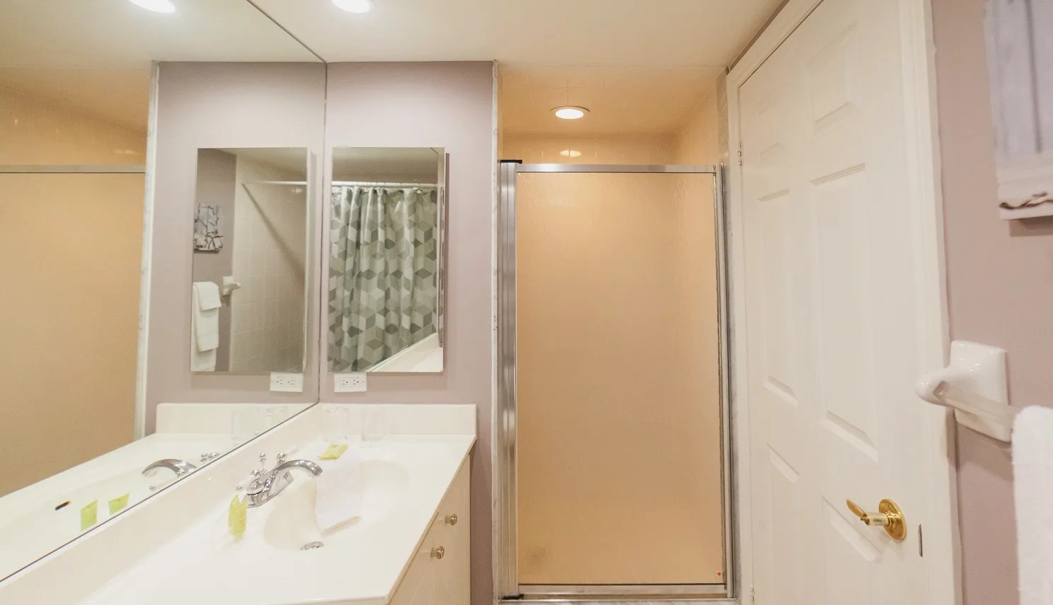4-piece ensuite bath with standing shower and large vanity.