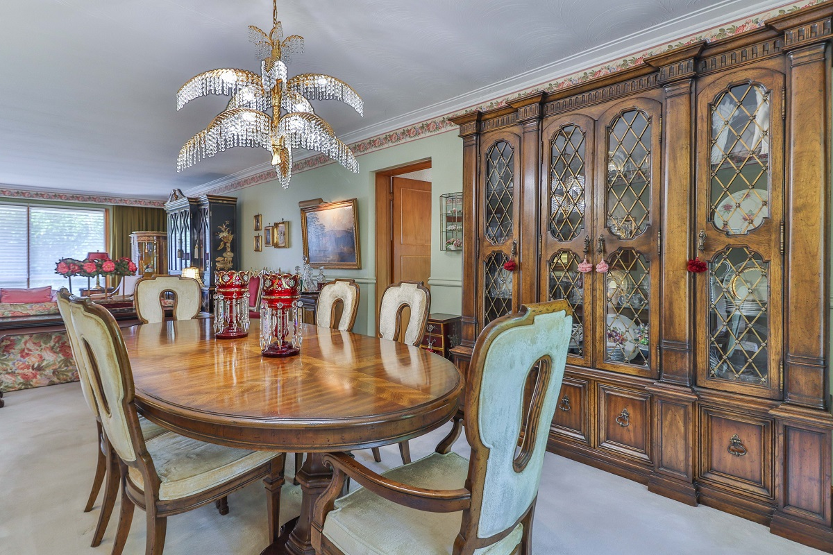 Dining room with fancy chandelier