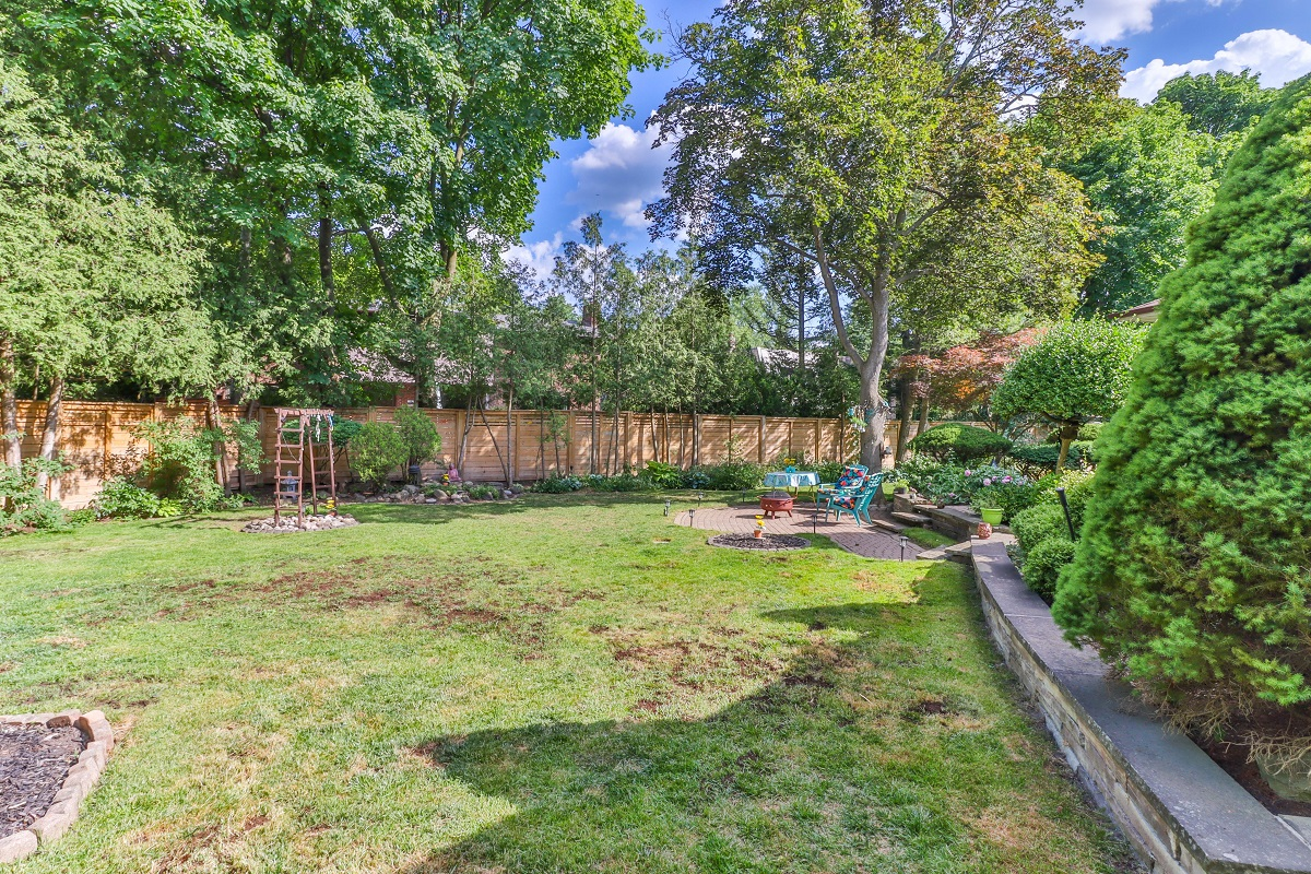 Huge backyard of 6 Parmbelle Cres bungalow.