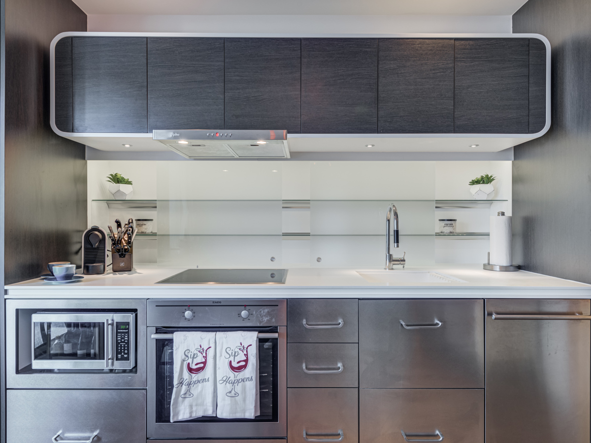 Modern kitchen and appliances - 3103-45 Charles St E.
