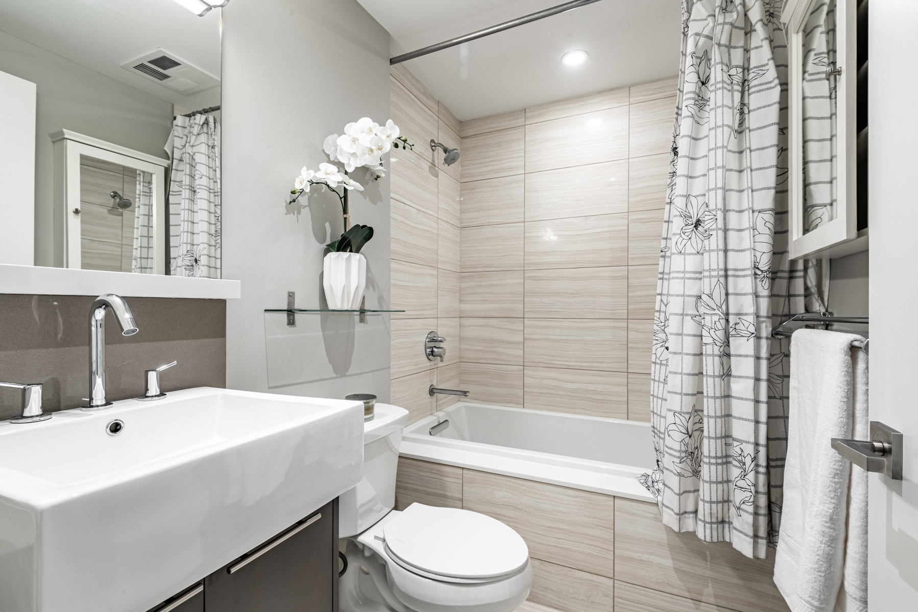170 Avenue Rd Unit 903 – master bath with gray colours, marble tiles and soaker tub.