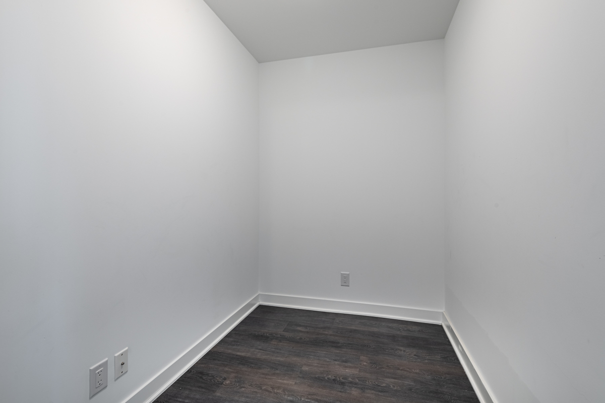 15 Grenville St - empty den with hardwood floors.