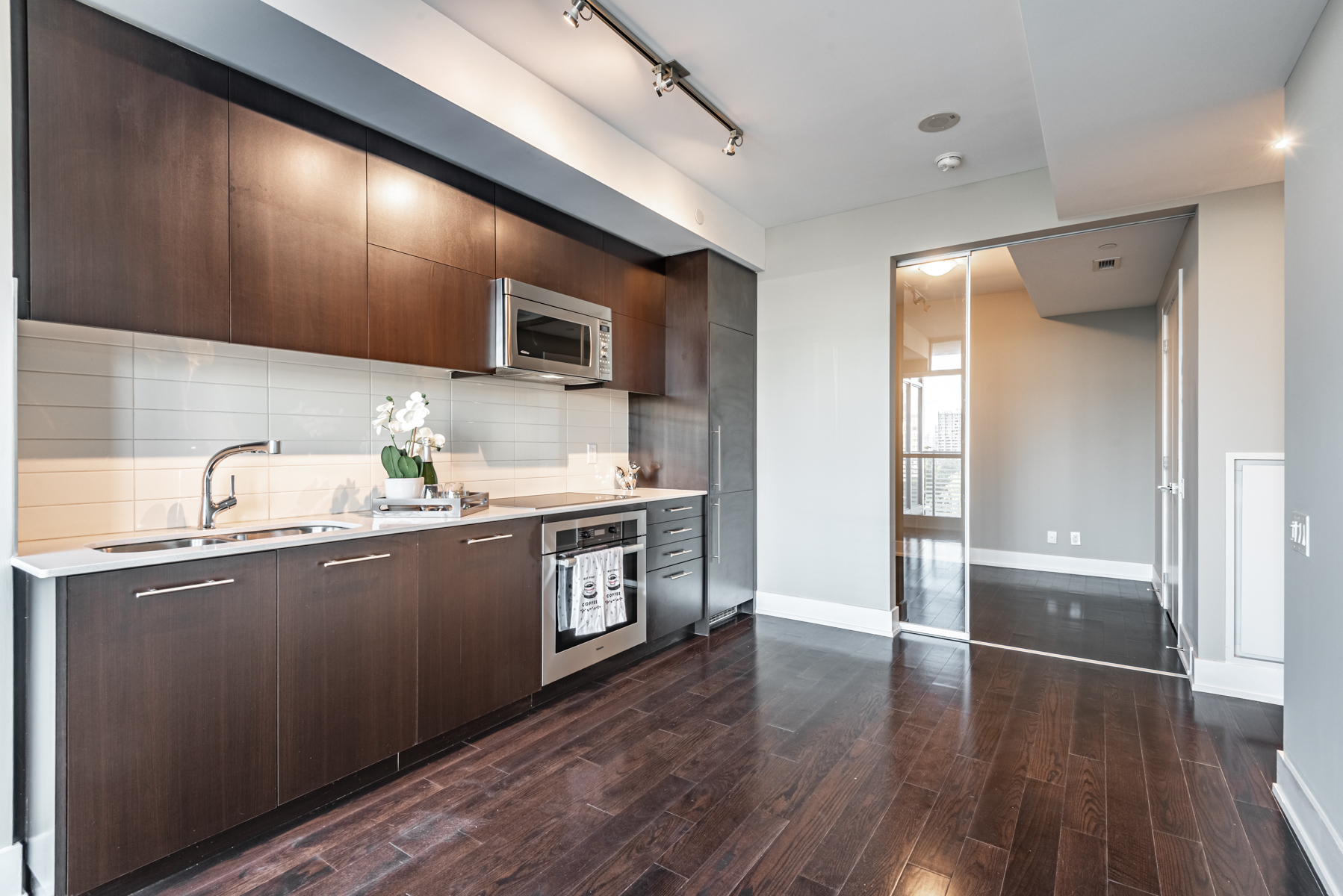170 Avenue Rd Suit 903 – linear kitchen.