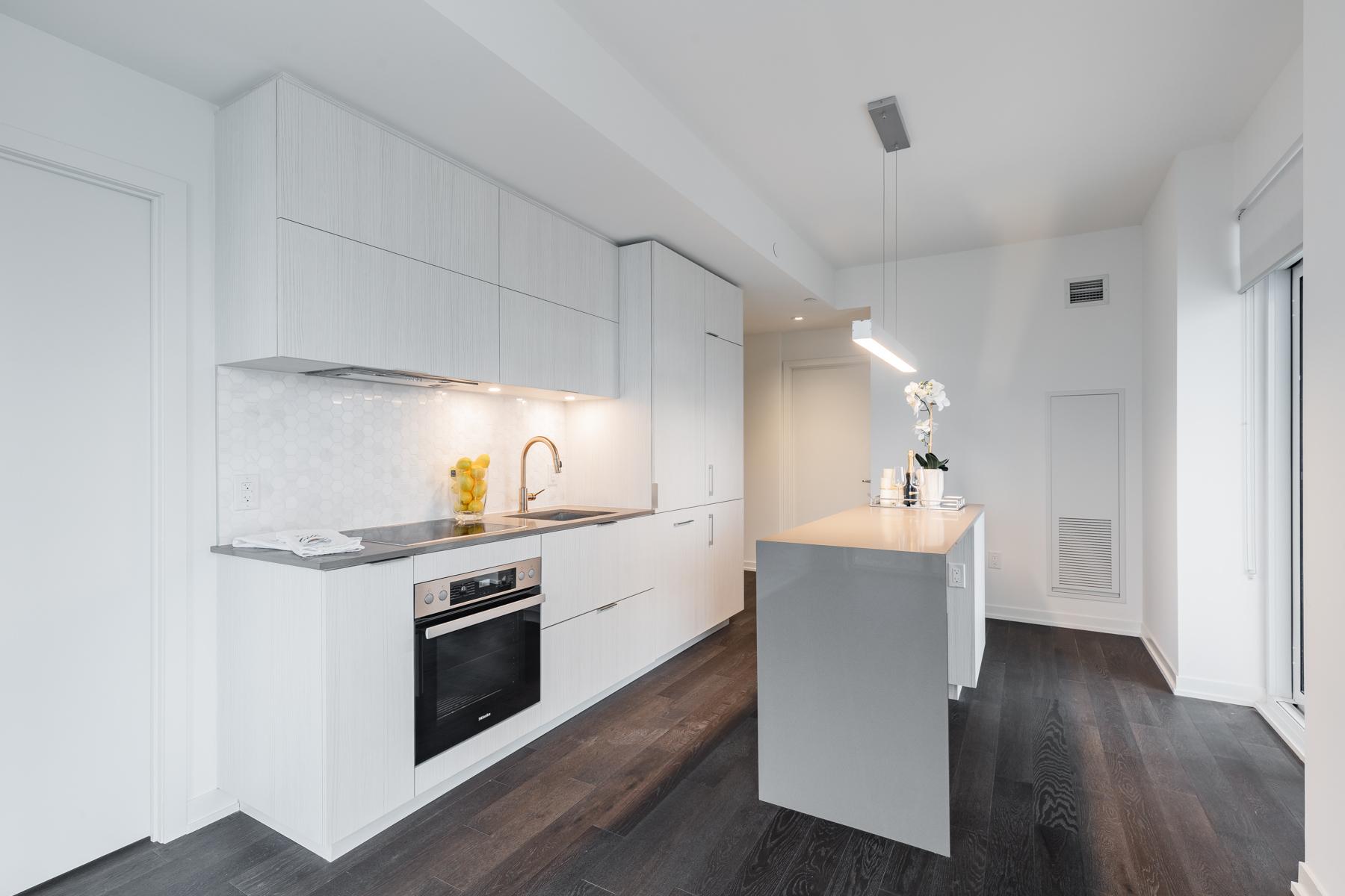 20 Richardson St Unit 3108 upgraded kitchen.