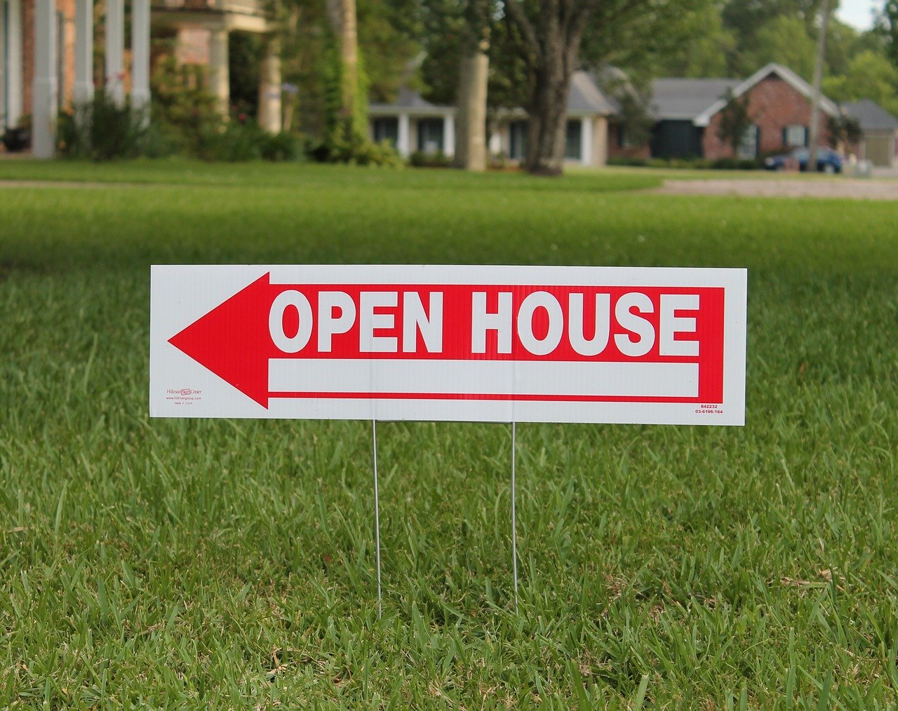 Open house lawn sign showing benefits of October 2020 housing market for buyers.