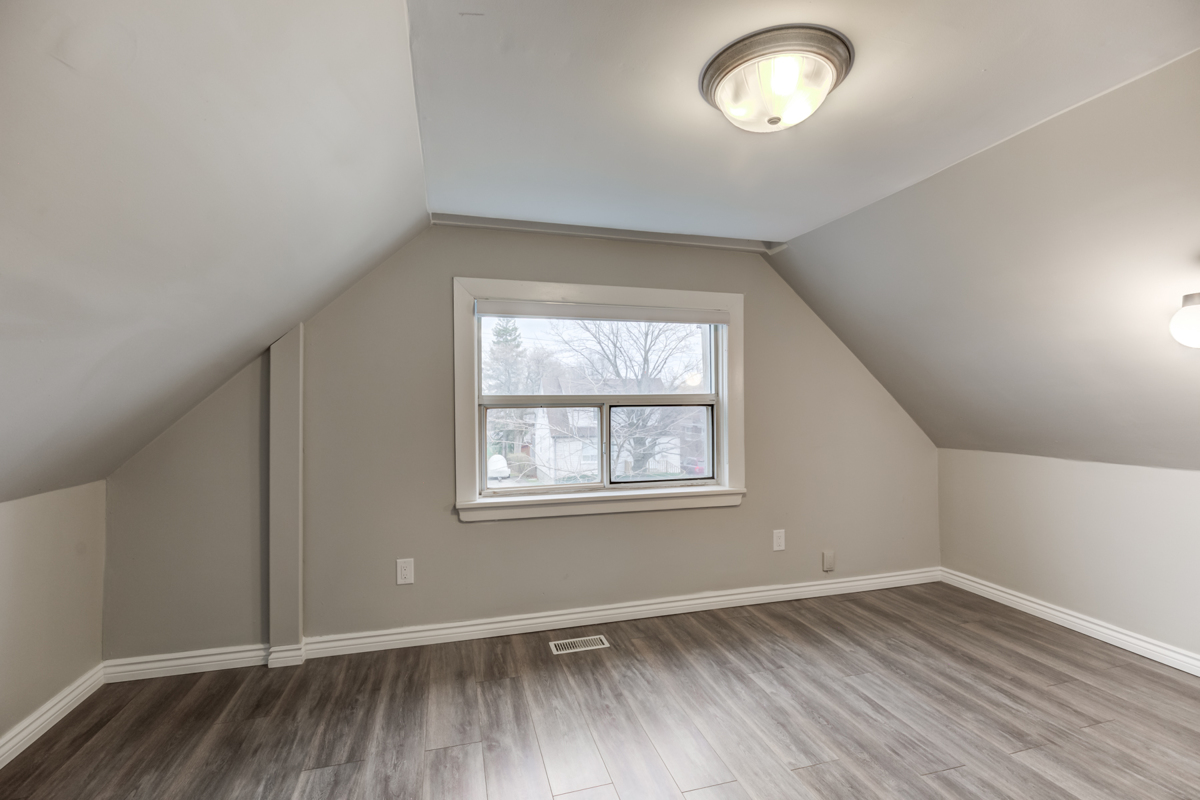 54 Huntington Ave – second bedroom with window overlooking front yard.