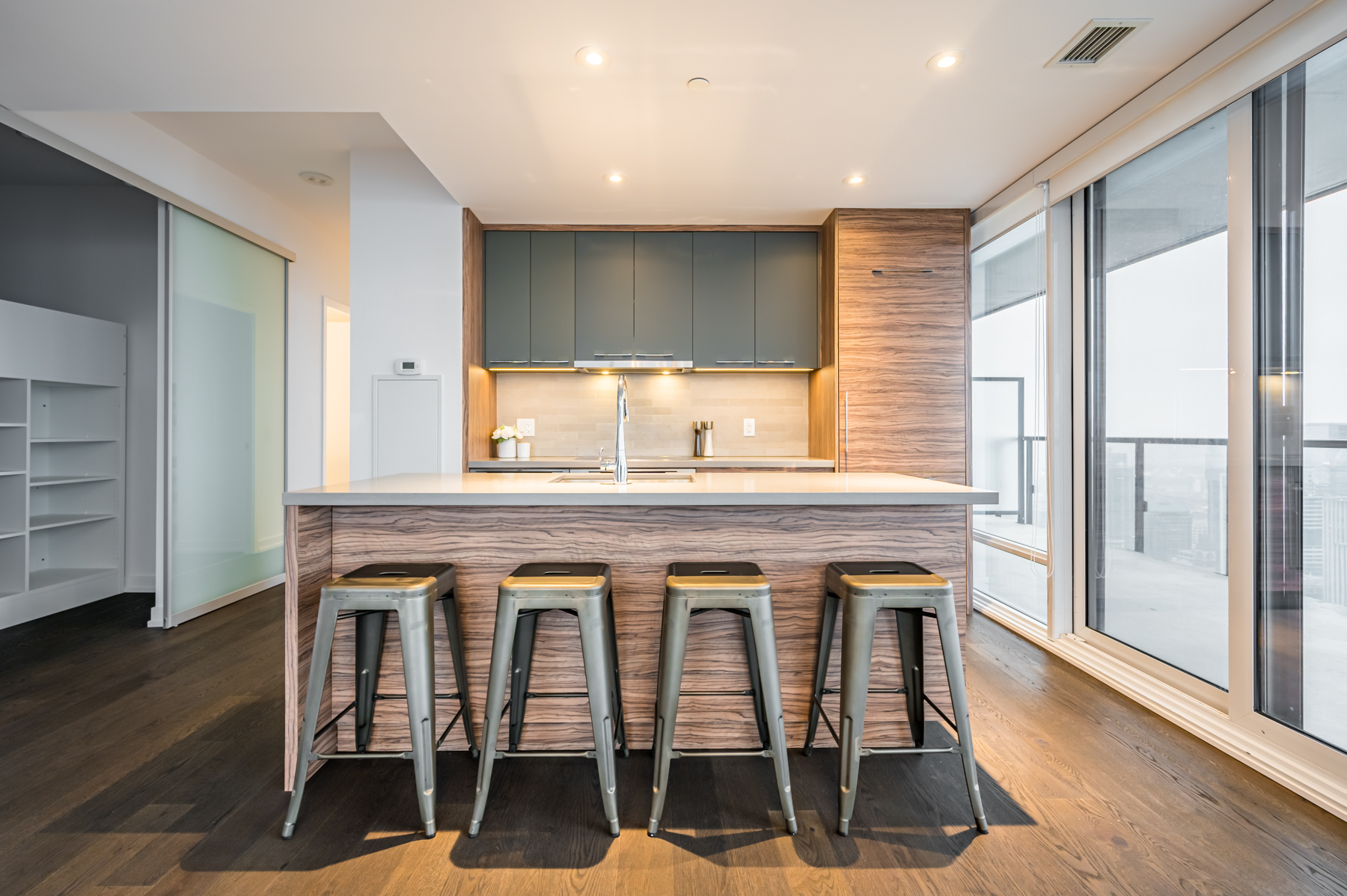 Modern kitchen island with warm colours – 488 University Ave 4610.