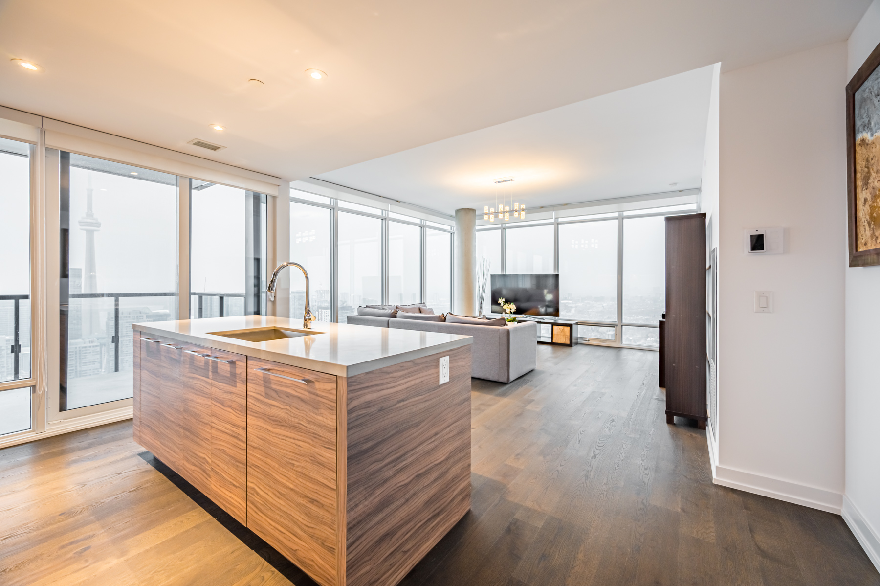 Centre island with white marble top – 488 University Ave 4610.