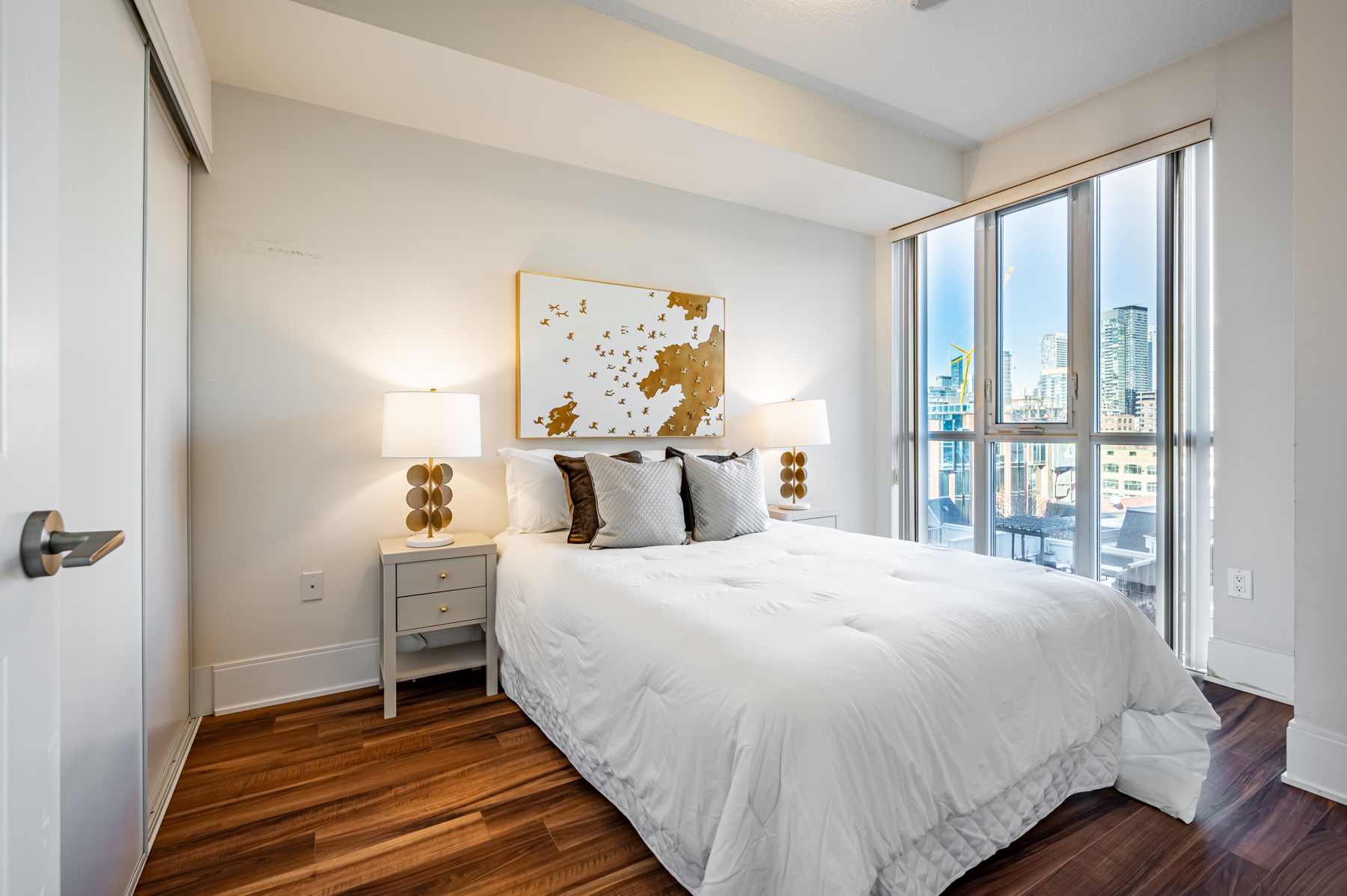 Bright and spacious master bedroom of 560 Front St W Unit 622.