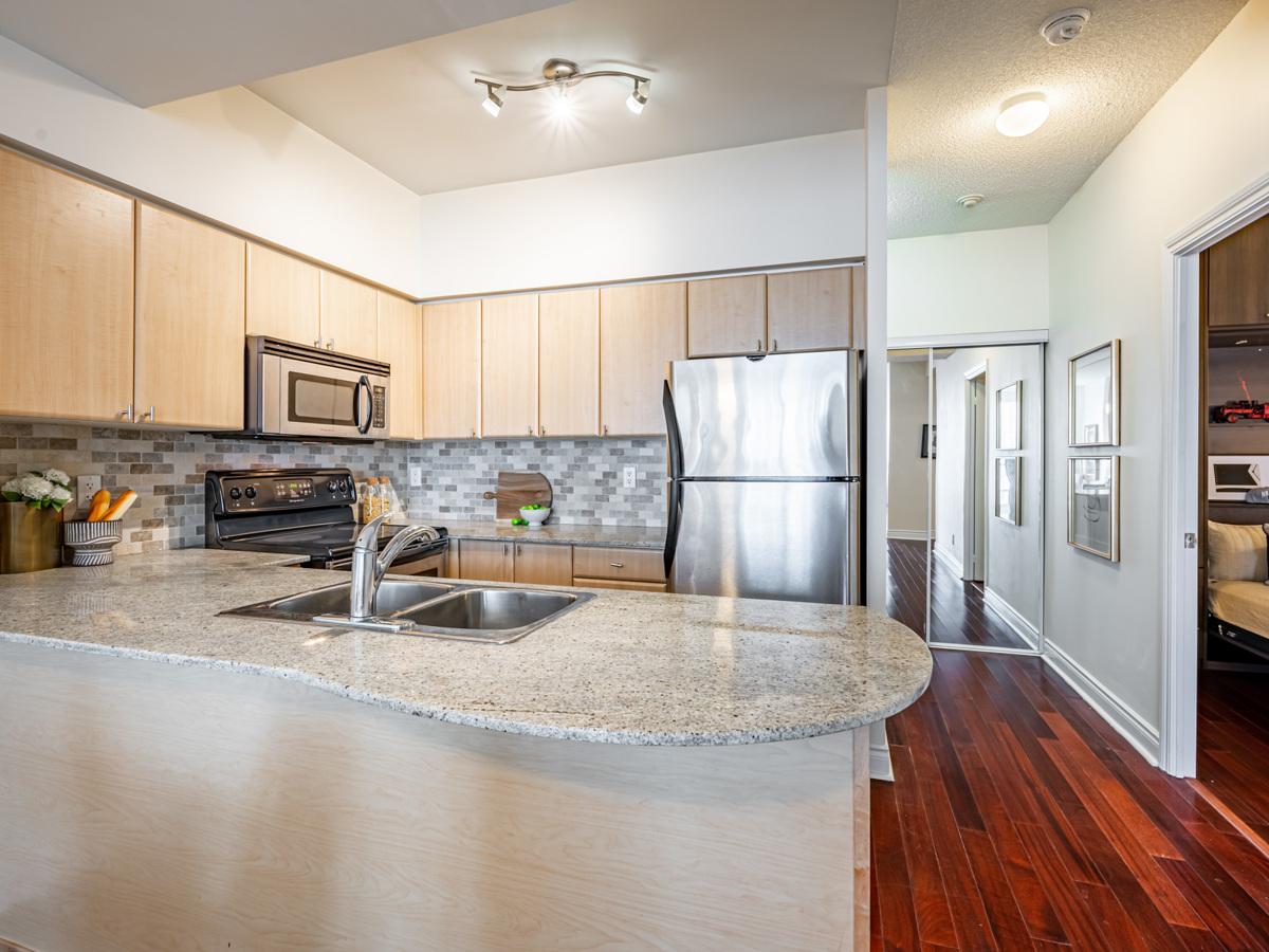 763 Bay St Unit 4705 kitchen with granite breakfast bar.