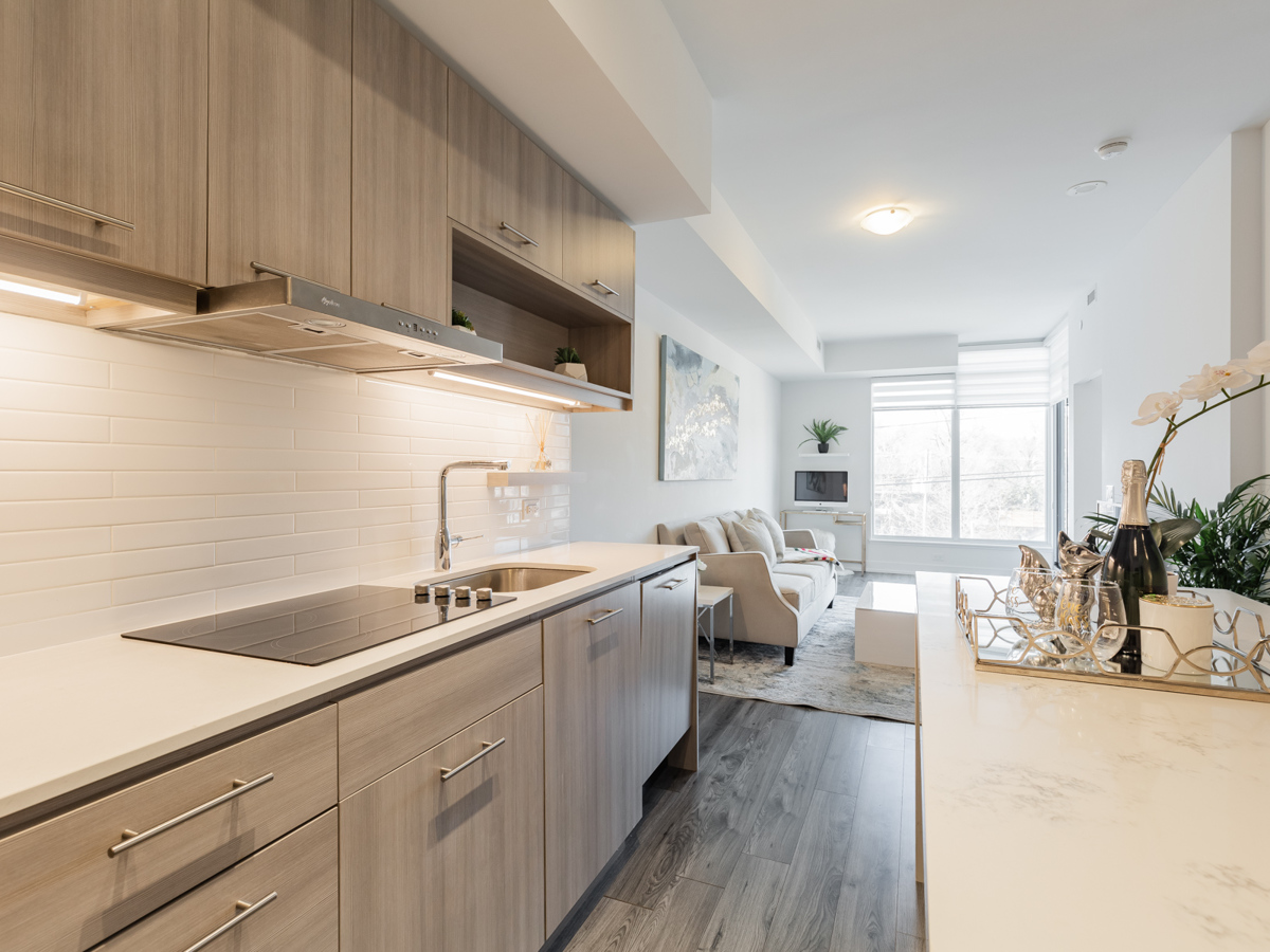 Close up of 170 Chiltern Hill Unit 410 kitchen showing under-cabinet lights and white back-splash.