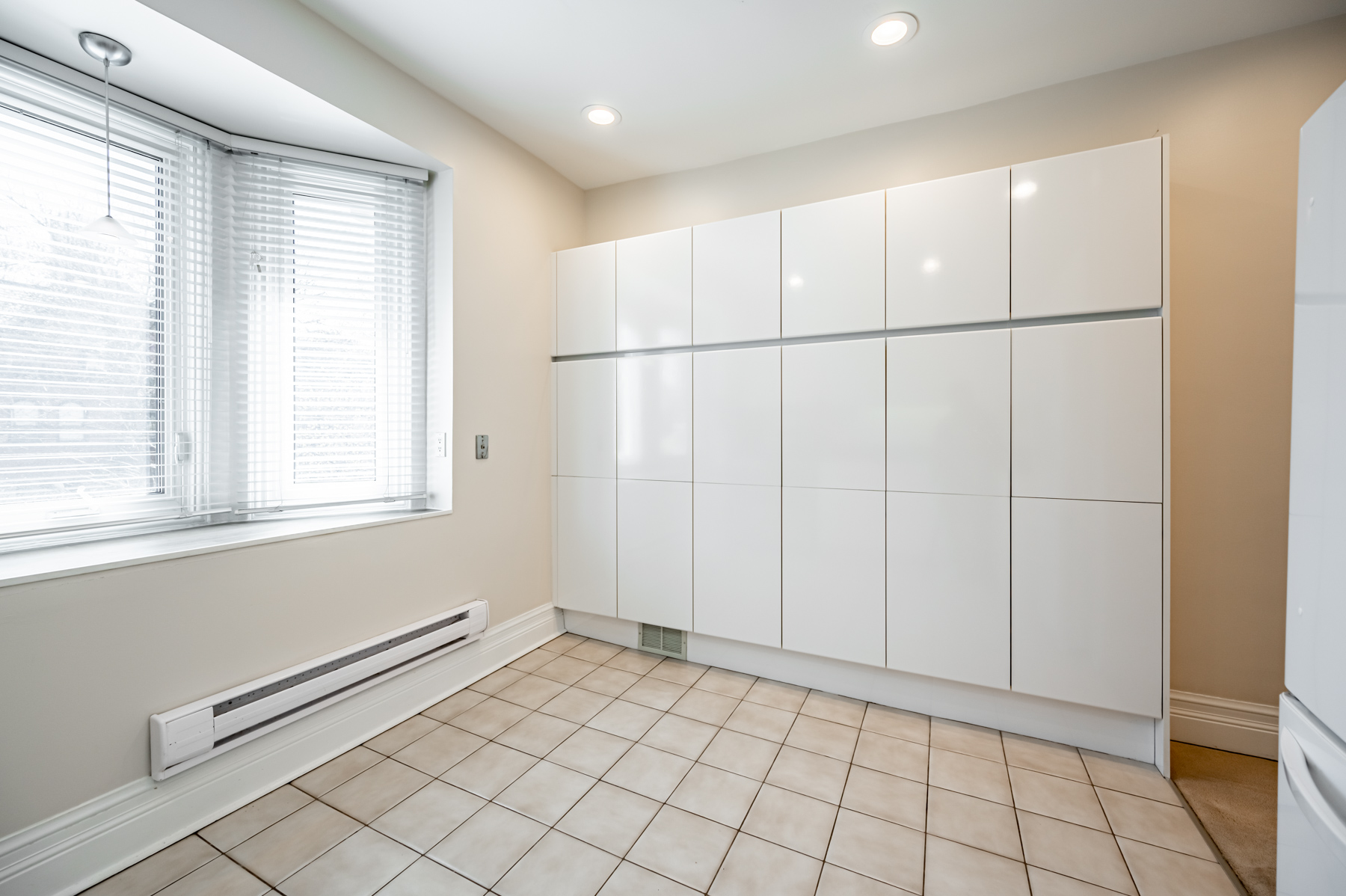Large empty kitchen.