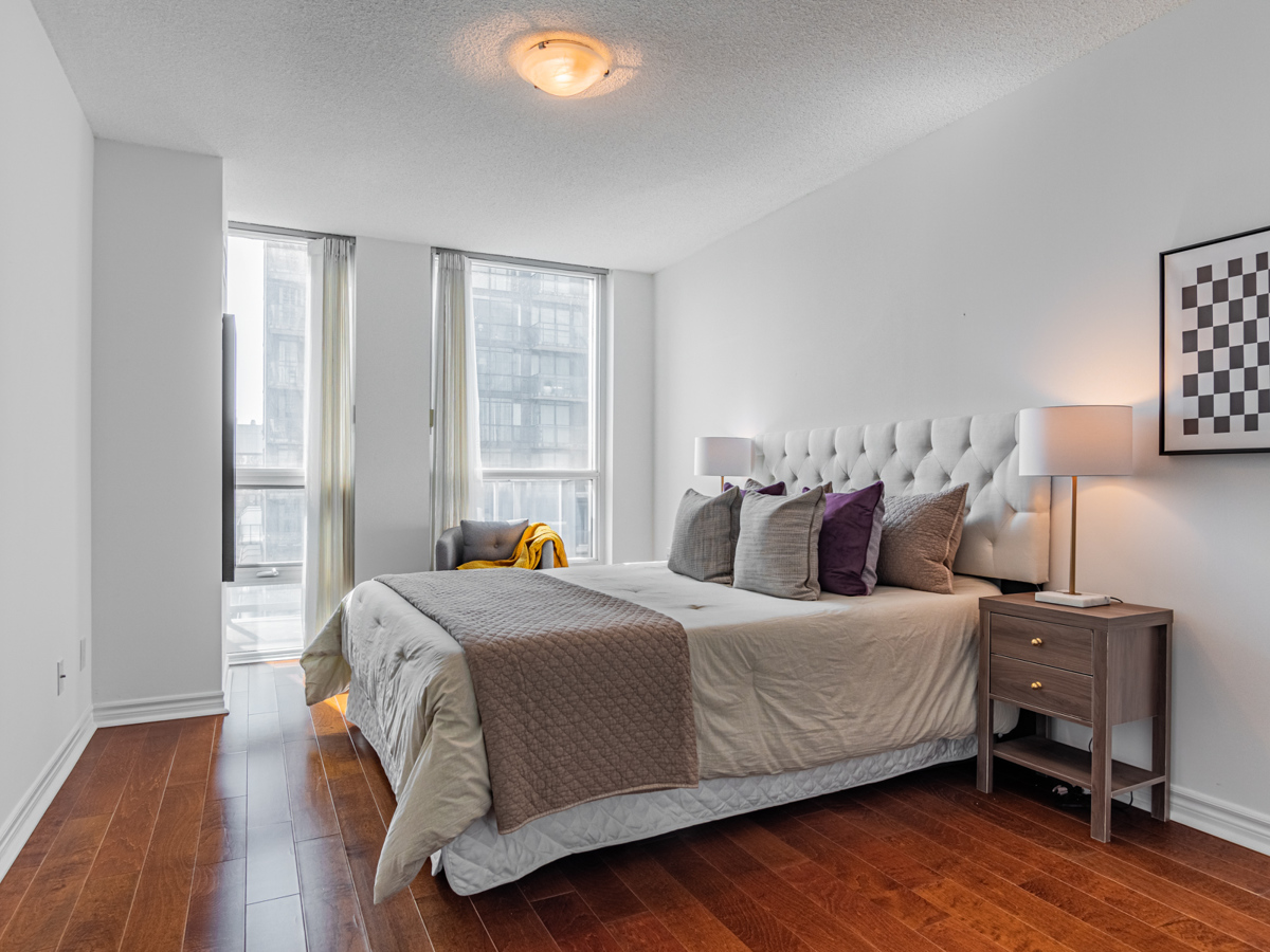 763 Bay St Unit 3111 – large master bedroom with multiple windows.