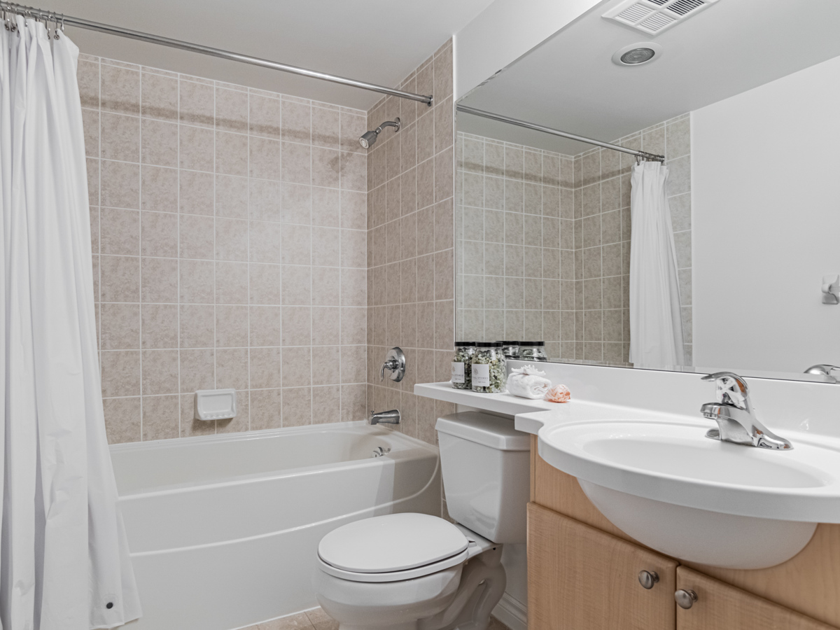 763 Bay St Unit 3111 – ensuite bath with soaker tub and stone floors.