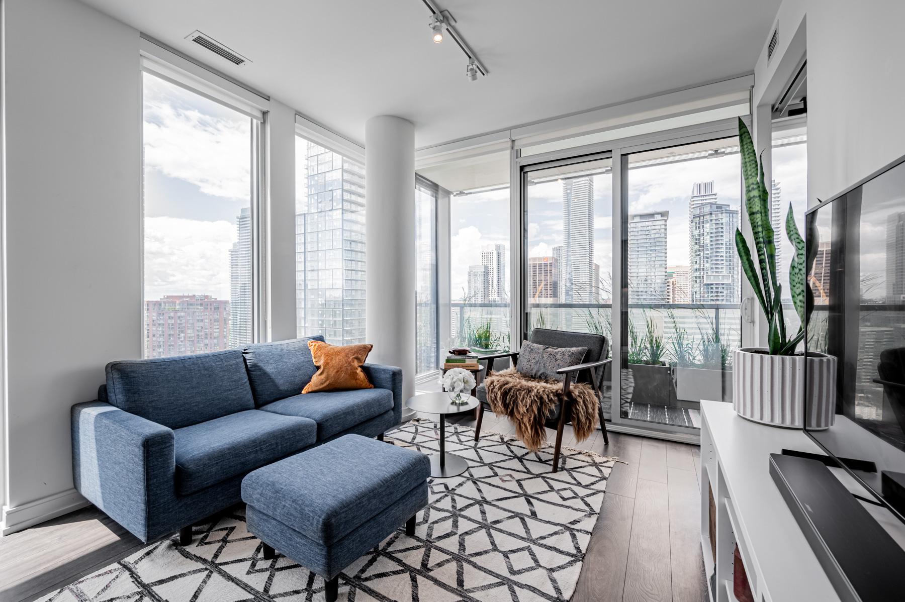 28 Wellesley St Unit 3009 lit by floor-to-ceiling windows.