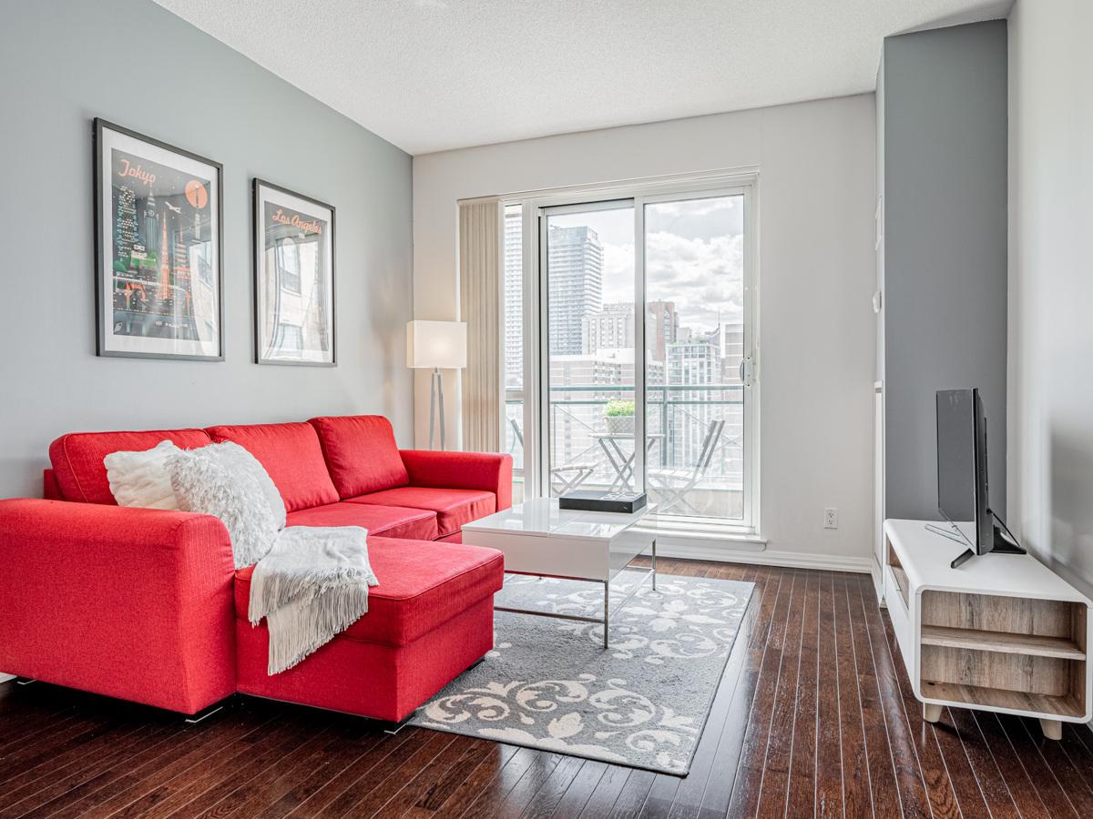 Brightly lit 35 Hayden St Suite 1516 living room.