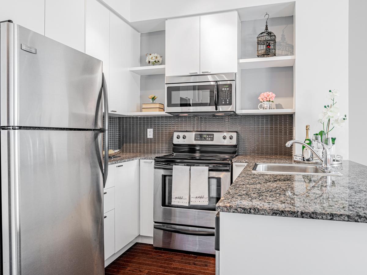 35 Hayden St Unit 1516 u-shaped kitchen.