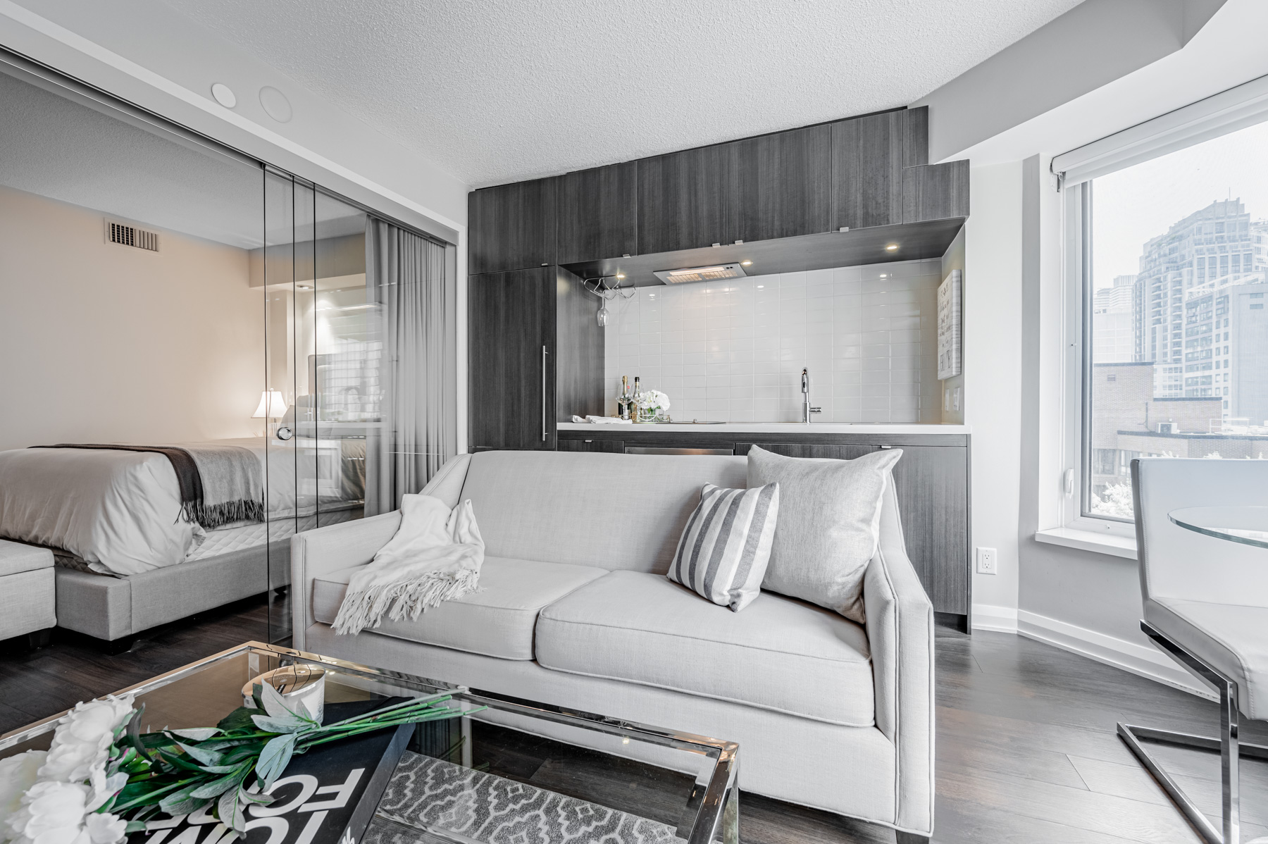 Brightly lit living room and kitchen – 155 Yorkville Ave Unit 712.
