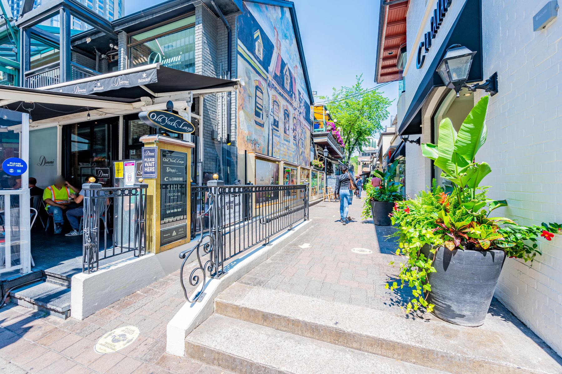 Restaurants and patios in Yorkville, Toronto.